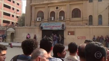 Onze pessoas morrem após dois ataques terroristas no Egito - O Estado Islâmico reivindicou na noite desta sexta-feira (29) os ataques no sul do Cairo.