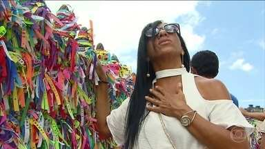 Salvador tem corrida pelo ritual das benzedeiras e pelos amuletos - Na véspera do Réveillon são muito buscados os amuletos de proteção vendidos nos mercados populares.