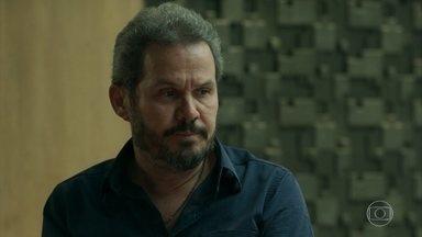 Aníbal fica tenso ao ser interrogado - Lourenço tenta arrancar informações sobre Lígia