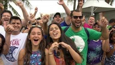 Turistas lotam o Rio, e réveillon de Copacabana deve ter público recorde - Neste sábado (30), dez mil turistas chegaram ao Rio em três transatlânticos. Quase três milhões de pessoas devem assistir à queima de fogos.