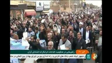 Treze pessoas morrem e centenas são presas numa onda de manifestações no Irã - Este é o maior movimento de contestação ao governo iraniano em quase uma década. As manifestações já duram cinco dias.