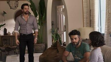 Estela convida Juvenal para fazer as refeições em sua casa - Amaro se incomoda