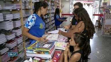 Pesquisa de preços gera economia durante compra do material escolar no ES - Início do ano é momento dos pais irem às compras.