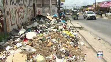 Moradores denunciam acúmulo de lixo em ruas de Olinda - Situação se repete em diferentes bairros da cidade.
