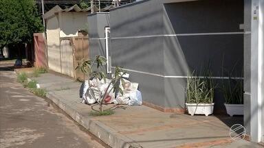 Moradores reclamam de lixo acumulado nas ruas de Campo Grande - Muitos moradores têm reclamado de lixo acumulado nas ruas de Campo Grande. A Solurb informou que o atraso é por conta do feriado.