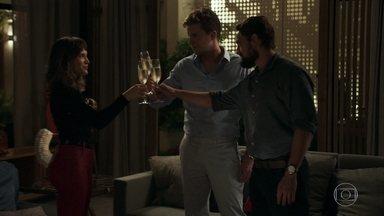 Clara comemora sucesso do plano contra Samuel - Patrick pergunta se ela não fez um grande inimigo