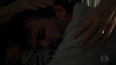 Adinéia conforta Samuel - A mãe pede perdão por não aceitá-lo como é