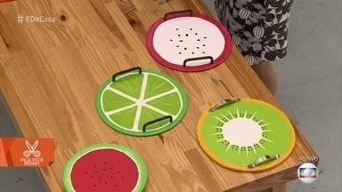 Blogueira ensina a fazer bandejas descoladas com temas de frutas - Dani Vasconcelos usa materiais simples e dá dicas para que o material tenha maior durabilidade