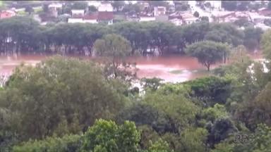 Chuva de verão provoca estragos em Londrina - E neste sábado, chuva pode se espalhar por todo o Paraná.
