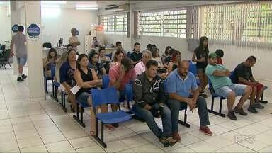 Em Foz do Iguaçu, alguns motoristas não receberam o licenciamento - Rodar sem o documento é infração de trânsito: além de pagar multa, o carro pode ser apreendido.