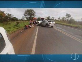 Acidente envolvendo três veículos deixa ao menos oito feridos na BR-135 - Segundo o Samu, entre os feridos estão duas crianças de dois e 10 anos; não houve nenhuma vítima fatal, porém, algumas foram socorridas em estado grave.
