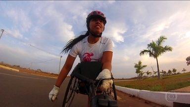 """Conheça a paratleta Lulu Soares, que se prepara para disputar a """"Corrida de Reis"""" - Prova trará cerca de 15 mil pessoas para Cuiabá neste domingo (07/01)."""