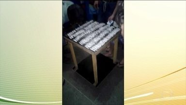 Secretaria de Segurança investiga consumo de cocaína em presídio de Porto Alegre - Imagens divulgadas pelas redes sociais mostram uma mesa com 120 fileiras da droga. Alguns presos estão consumindo e outros aguardando a vez. A suspeita é que as imagens tenham sido gravadas em outubro passado, no Presídio Central de Porto Alegre.