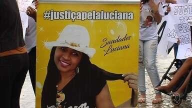 Família de mulher morta atropelada por motorista bêbado faz protesto em Goiânia - Filha dela, que também estava na moto, ficou ferida.