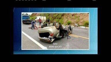Duas pessoas morrem e uma fica ferida após carro capotar na BR-381, em GV - Carro passou direto em uma curva, bateu contra uma árvore e capotou em seguida; suspeita é que a motorista, de 53 anos, tenha dormido ao volante.