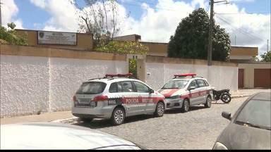 Quatro mulheres são presas depois de raptarem duas crianças de abrigo - Crime aconteceu durante a madrugada e Polícia chegou rapidamente até elas depois de ver as imagens do circuito de segurança de uma loja que fica em frente ao abrigo.