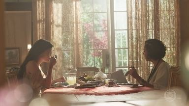 Maria Vitória diz a Celeste Hermínia que Vicente gostou de Carolina de verdade - A moça teme que seu noivo ainda tenha esperanças de reatar com a ex. Celeste Hermínia garante que o colunista inventou o boato
