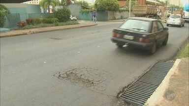 Qualidade do asfalto preocupa moradores de Piracicaba - Ruas que foram asfaltadas recentemente já precisam de reparos.