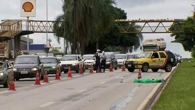 DFTV Segunda Edição - Edição de sábado, 6/1/2018 - Caminhoneiro atropela e mata pedestres na Candangolândia. A vítima morreu na EPIA Sul, entre duas passarelas. E mais as notícias do dia.