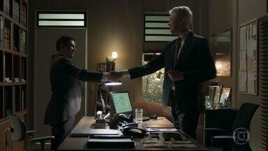 Nelito aceita o cargo de chefia no hotel - Douglas pede a Nelito que convença Raquel a deixar Gabriel no Brasil