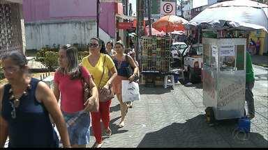 JPB2JP: Sábado de comércio movimentado no Centro de João Pessoa - Ruas e lojas cheias de consumidores.
