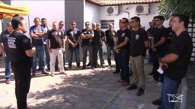 Policiais protestam por melhores condições de trabalho no MA - Eles alegam que é comum o desvio de função, como fazer trabalho que seria de competência exclusiva de delegados.