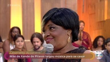 Mãe de Xande de Pilares largou a música para se casar - O pai de Xande exigiu que Dona Maura largasse a carreira da música para se dedicar à família
