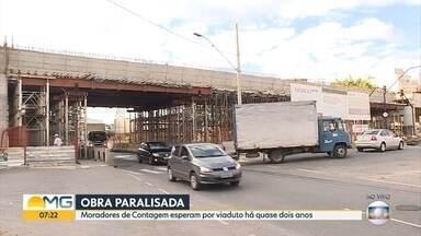 Construção de viaduto em Contagem está parada e não tem prazo para ser retomada - A empresa responsável pela obra diz que o trabalho foi parado por falta de pagamento da Prefeitura.