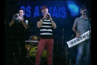 Os Atuais comemoram 50 anos de carreira com festa - Fãs lotaram o salão paroquial para festejar com a banda.