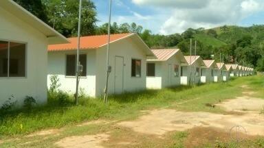Sete anos após tragédia, conjunto habitacional de Areal está abandonado - As 153 casas estão prontas, mas faltam obras de estrutura.