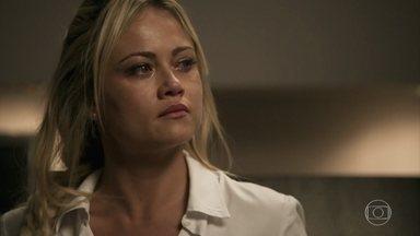 Suzy decide ir embora de casa - Adinéia defende o filho e tenta convencer a enfermeira a manter as aparências do casamento com o psiquiatra. Samuel também implora, mas Suzy não aceita a traição do marido