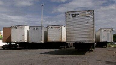 Carretas abandonadas viram abrigo para usuários de drogas e assaltantes no Gama - Carretas abandonadas viram abrigo para usuários de drogas e assaltantes no Gama.