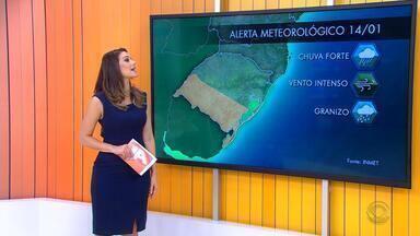 Tempo muda no domingo (14) e há alerta de temporais e vendaval no RS - As pancadas de chuva se espalham no estado durante o dia.