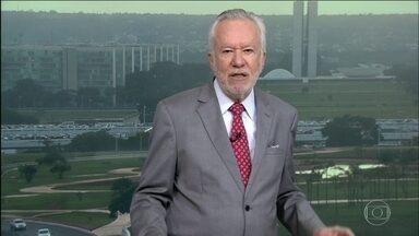 """Alexandre Garcia comenta alto índice de imprudência nas estradas - """"Segundo OMS, média diária é de 130 mortes no trânsito e mais de mil brasileiros com lesões permanentes"""", destaca."""