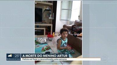 Polícia faz reconstituição da morte do menino Artur - O menino de 5 anos foi atingido por uma vala perdida na cabeça.