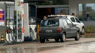 Aumento no preço dos combustíveis preocupa motoristas - Os constantes aumentos no preço do combustível têm preocupado motoristas de todo o Brasil. Na região, o litro do etanol chegou aos R$2,99 e o da gasolina aos R$4,29.
