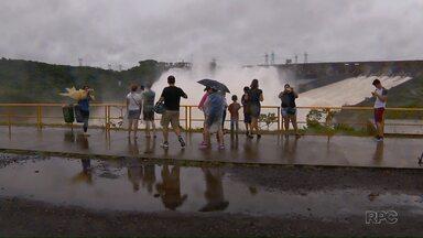 Itaipu abre três calhas do vertedouro de Itaipu no fim de semana - Abertura é necessária para escoar a água que sobra na geração de energia.