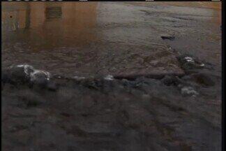 Vazamentos de água são preocupantes em Uberaba; foram 100 atendimentos na cidade em 2017 - Outra preocupação é com o consumo de água: no ano passado, consumo ddo uberabense foi 37% maior que a média nacional.