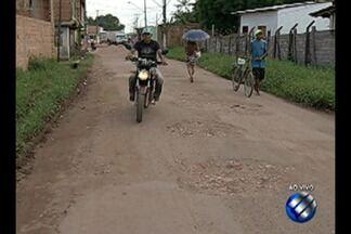 Moradores do Tapanã denunciam condições de uma das ruas de acesso ao bairro - Quantidade de buracos atrapalha tráfego de veículos.