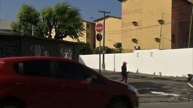 Motoristas e pedestres cobram reforço da sinalização em ruas da Parangaba - Confira mais notícias em G1.globo.com/ce
