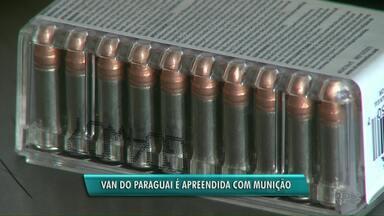 Munição é apreendida em van na ponte internacional da amizade - O motorista do veículo fugiu após a abordagem.Foram encontradas até balas de fuzil.