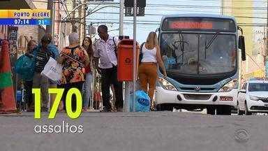 Motoristas e cobradores de ônibus pedem maior segurança em Pelotas - Registros de assalto seguem aumentando.