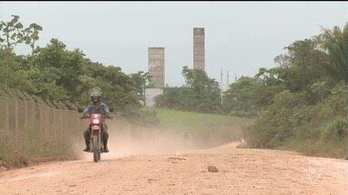Moradores reclamam de estrada em Registro - População reclama que a estrada fica escorregadia na chuva e com poeira em dias de tempo seco.