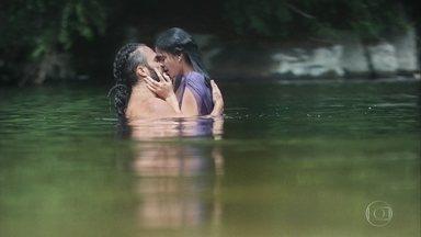 Catarina se encontra com Constantino no lago - Eles aproveitam o último momento antes da partida