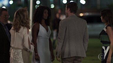 Raquel não deixa Bruno se explicar e vai embora do restaurante - Bruno vai atrás da amada, mas ela não o deixa subir. Nádia comemora o sucesso de seu plano
