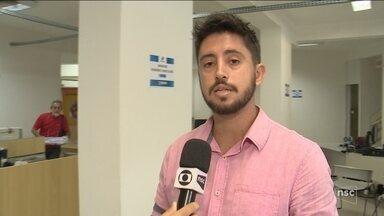 Após polêmica, ar-condicionados são instalados no Pró-Cidadão de Florianópolis - Após polêmica, ar-condicionados são instalados no Pró-Cidadão de Florianópolis