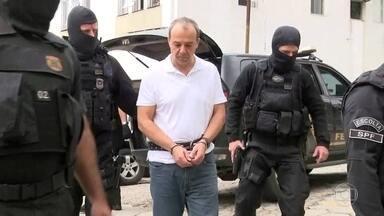 Sérgio Cabral têm mãos e pés algemados em Curitiba - Justiça determinou a transferência depois da descoberta de regalias nos presídios do Rio