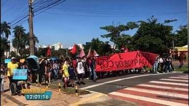 Manifestantes protestam contra a possibilidade de aumento da passagem em Goiânia - Reunião da CDTC que define se haverá ou não o reajuste ainda não aconteceu.