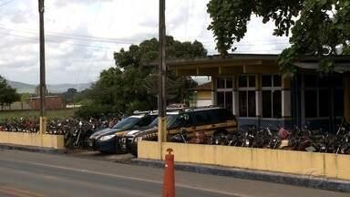 Cresce número de veículos apreendidos no pátio da PRF em Alagoas - Polícia deve levar a leilão cerca de mil veículos em 2018.