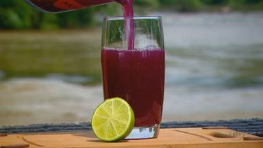 Kassab ensina receita de bebida refrescante de água de coco com suco de uva - Confira os ingredientes e o modo de preparo.
